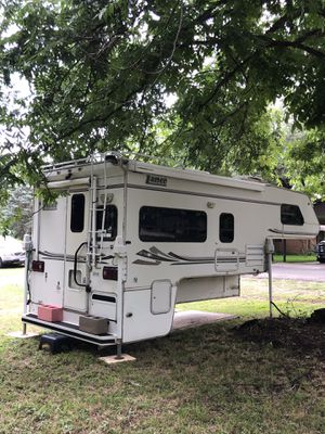 2008 Lance, fully self contained truck camper. With generator, air, full bath w/shower, fridge, Queen bed, microwave etc: for Sale in MORGANS POINT, TX