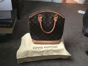 Louis Vuitton bag for Sale in ARROWHED FARM, CA