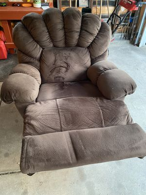 Recliner chair for Sale in Buffalo, NY