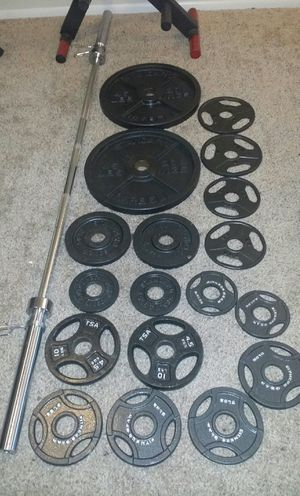 """Olympic 2"""" iron weights. 2x45lbs, 4x10lbs, 6x5lbs, 6x2.5lbs. 7 foot Olympic 45lb bar with 2 weight clips in great condition. 215lbs total for Sale in Deerfield Beach, FL"""