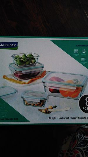 Glass storage containers 8 pc for Sale in Bellefontaine Neighbors, MO
