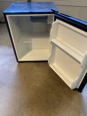Kenmore 92489 2.4 cu. ft. Mini compact Fridge refrigerator for Sale in Riverdale, NJ