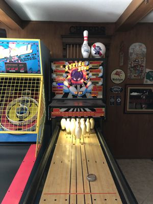 Vintage arcade. Williams Strike Zone in great physical shape just needs some electronic tweaking. Asking $500 this game is worth $3K plus for Sale in Oakland Park, FL