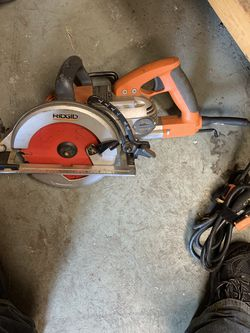 Like New 7 1/4 Ridged Worm Drive Circular Saw for Sale in Wesley Chapel,  FL