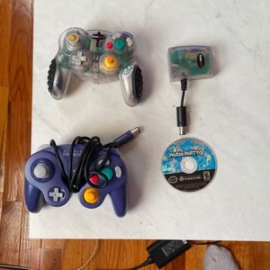 MARIO PARTY 7 & GAMECUBE CONTROLLERS for Sale in Chicago, IL