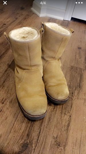 UGG SHORT BOOTS for Man for Sale in Bloomfield, CT