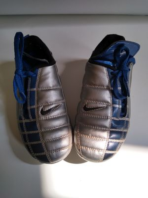 Total 90 kid cleats size 10.5 for Sale in Oglesby, IL