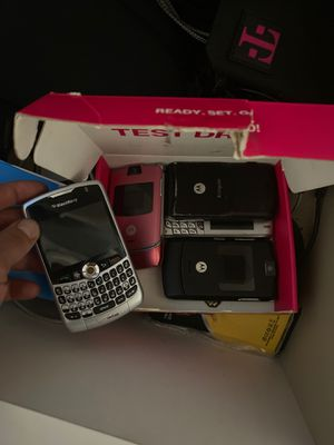 Motorola RAZR Phones and Blackberry (They still work) for Sale in Queens, NY