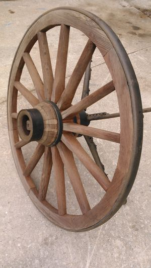 Antique Western Style Wagon Wheel Table for Sale in Kernersville, NC