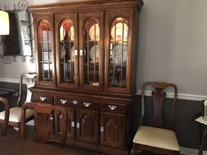 Pennsylvania House - MINT, Formal Dining Table, (8) chairs, and China Cabinet (Hutch) for Sale in Parma, OH