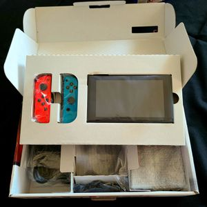 Nintendo Switch in box 📦 for Sale in Lakewood, CA