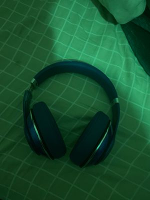 Wireless blue beats studio sound awesome great quality but the side is lose but it works fine for Sale in San Diego, CA
