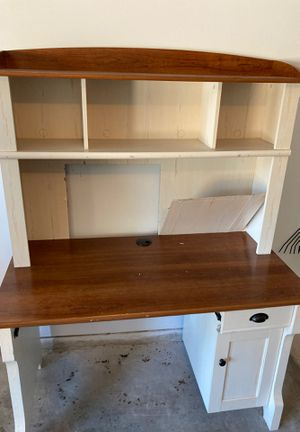 Small desk needs repair for Sale in Houston, TX