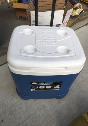 60 qt 57 l igloo ice cube cooler for Sale in Modesto, CA