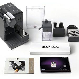 Nespreesso DeLonghi Expresso Coffee Maker for Sale in Los Angeles, CA