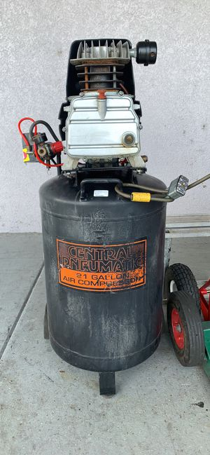 Central pneumatic 21 gal 125 psi cast iron vertical air compressor used for Sale in Orlando, FL