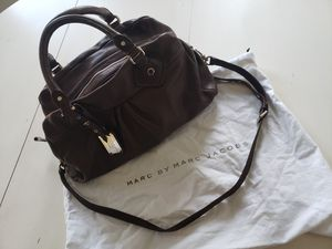 Marc Jacob's dark chocolate leather messenger bag w/ strap and dust bag for Sale in Pasadena, CA