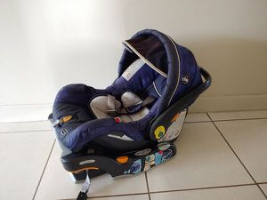 Chicco Keyfit 30 car seat and base- hablo Español for Sale in Miami, FL