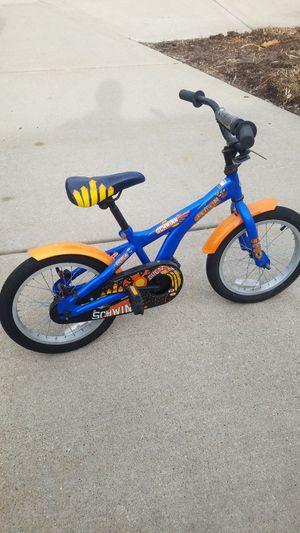 Schwinn bike with training wheels for Sale in Chicago, IL