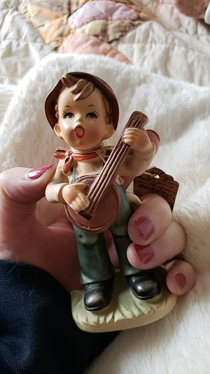 Looks like hummel banjo boy vintage for Sale in Bowling Green, MO
