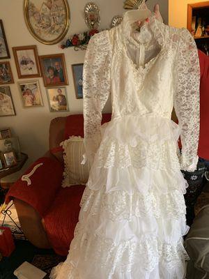 (OBO)-Beautiful wedding gown size 3 for Sale in Jonesborough, TN