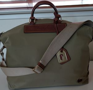 Dooney and Bourke Nylon/Leather cross body purse for Sale in Lathrop, CA