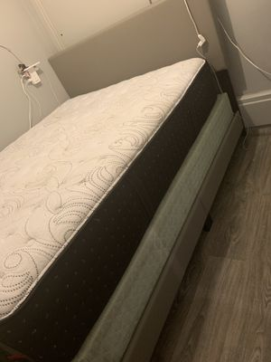 Queen Mattress Boxspring and Platfirm Bedframe for Sale in Alhambra, CA