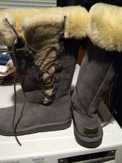 UGG Shoes Size 8 asking $120 for Sale in Moore,  OK
