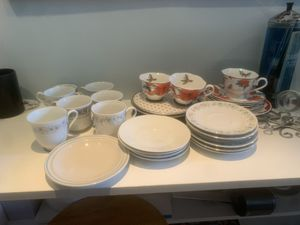 FREE assorted plates for Sale in Palm Beach Gardens, FL