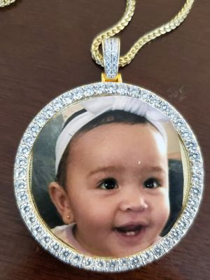 Picture pendant and chain for Sale in North Las Vegas, NV