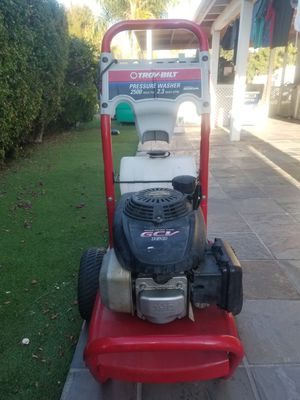 Pressure washers motor is working but no pump for part for Sale in San Marcos, CA
