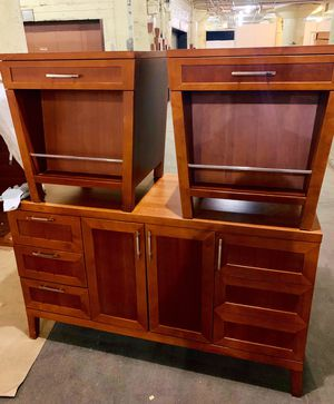 Dresser & nightstands- $60 for Sale in Chicago, IL