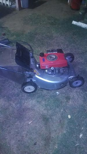 Honda HR214 self propelled lawnmower for Sale in Fresno, CA