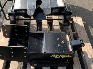 Reese 16k 5th wheel hitch & Lippert 21k 5th wheel pin box for Sale in Lansdale, PA