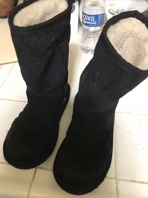 UGG boots for girls size 1y for Sale in Los Angeles, CA