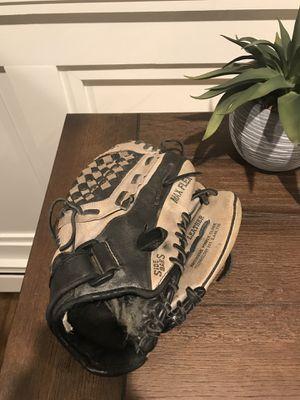 Mizuno baseball glove for Sale in Mount Sinai, NY