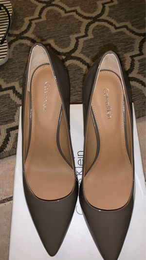 New calvin klein heels size 8 taupe color for Sale in Patterson, CA