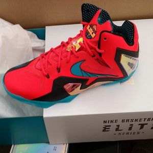 VNDS Nike LeBron 11 Elite Super Hero Size 9 for Sale in Anaheim, CA