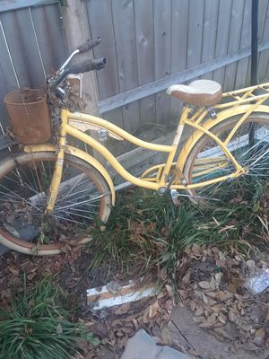 Yellow Bike Works great $100.00 cash only ((((NO HACKERS))))) for Sale in Dallas, TX