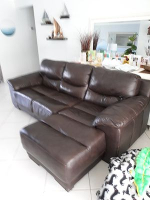 Leather Couch for Sale in Boynton Beach, FL