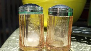 FEDERSL GLASS PINK DEPRESSION GLASS 1950S salt and pepper shakers for Sale in Glendale, AZ