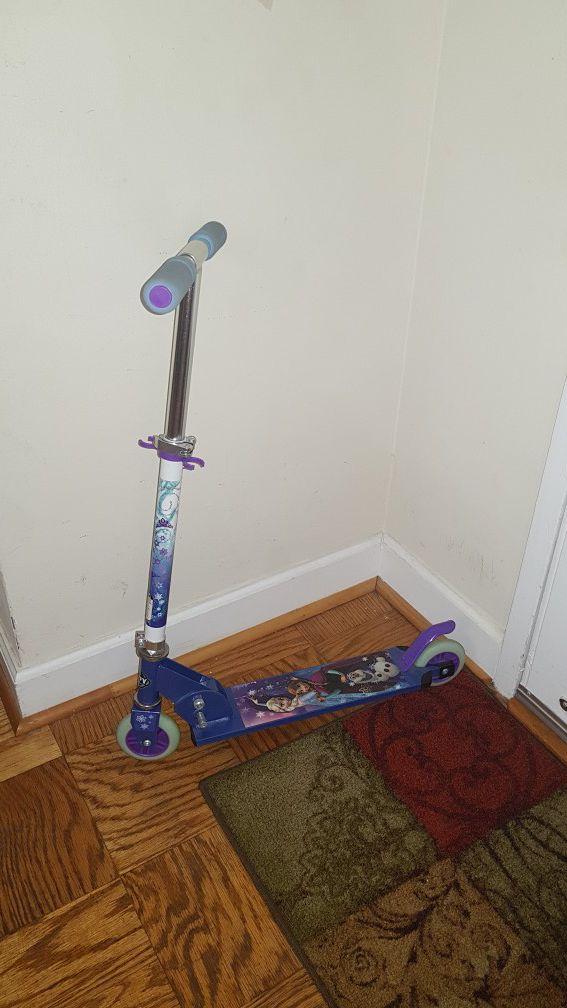 Kids - Elsa n Anna scooter