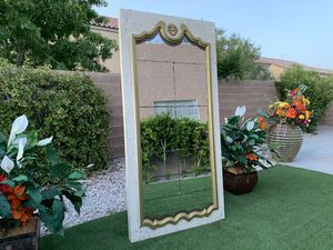 BEAUTIFUL HUGE MIRROR ( FREE DELIVERY 🚚 FIRM PRICE $350 ) GOOD CONDITION 👌🏻 for Sale in Las Vegas, NV