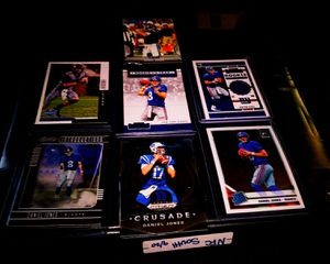 7 DANIEL JONES ROOKIE CARDS INCLUDE GAME WORN JERSEY CARD AND 2020 PRIZM CRUSADECA D RATED ROOKIE ÒPTICD for Sale in Buffalo, NY