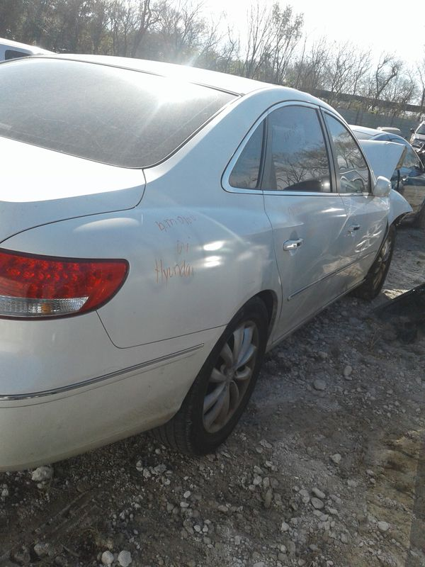 🚗 2006 Hyundai Azera for parts! Auto body parts, and AUTO parts give us a call {contact info removed}