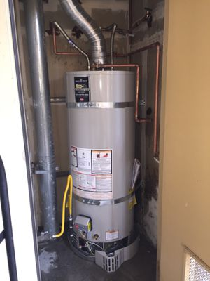 50 gallon Bradford white gas water heater for Sale in Modesto, CA