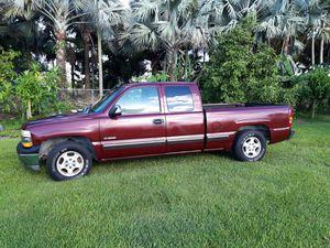 1999 Chevy silverado 1500 5.3L V8 for Sale in Homestead, FL