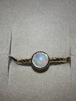 14k Gold Ring With 5mm Opal. Size 7 for Sale in Concord, CA