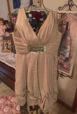 Designer Misses Gorgeous NEW dress BCB MAXX from SAK'S 5TH A ve ' pristine champagne gold short v neck zip jewel on waist size 0 for Sale in Brecksville, OH