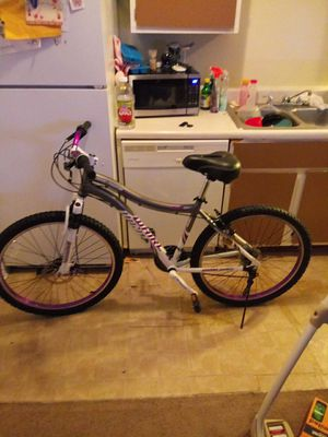 Women mountain bike by whirl retail 399.99 for Sale in Columbus, OH